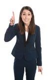 Den lyckliga affärskvinnan pekar med pekfingret som isoleras på whi Royaltyfri Foto