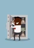 Den lyckliga affärsmannen öppnar kassaskåpet med pengar Arkivbilder