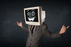 Den lyckliga affärsmannen med ett PCbildskärmhuvud och en smiley vänder mot Royaltyfri Bild