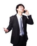 Den lyckliga affärsmanen som använder mobil, ringer Royaltyfri Fotografi