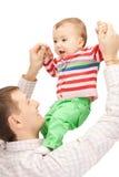Den lyckliga fadern med förtjusande behandla som ett barn Royaltyfri Bild