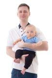 Den lyckliga fadern som rymmer hans litet, behandla som ett barn sonen som isoleras på vit Royaltyfria Bilder