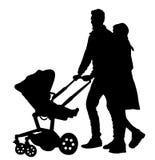 Den lyckliga familjen, att gå för föräldrar som är utomhus- med, behandla som ett barn och pramen, vektorkontur Arkivfoton