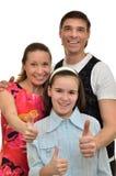 Den lyckliga familjen ler och jublar lycka royaltyfri fotografi