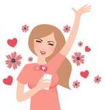 Den lyckliga flickan får något liknande från socialt massmediamobiltelefonleende populära på rengöringsduk Royaltyfria Bilder