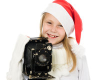 Den lyckliga flickan i jul kostymerar med den gammala kameran Royaltyfri Fotografi