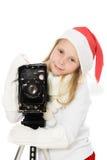 Den lyckliga flickan i jul kostymerar med den gammala kameran Arkivbilder