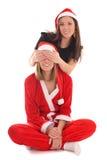 Den lyckliga flickan stänger santas ögon Arkivfoton