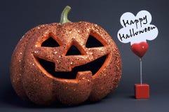 Lyckliga Halloween undertecknar med den orange Stålar-nolla-lyktan Royaltyfri Bild