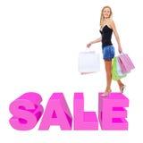 Den lyckliga kvinnan med shopping hänger lös Arkivfoton