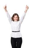 Den lyckliga le affärskvinnan med ok räcker undertecknar Royaltyfri Foto