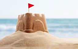 Den lyckliga mannen tycker om på ferier på havet Fotografering för Bildbyråer