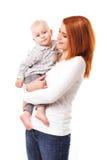 Den lyckliga modern med behandla som ett barn isolerat arkivbild