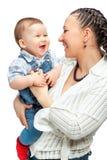 Den lyckliga modern med behandla som ett barn pojken Royaltyfria Foton