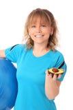 Den lyckliga mogna kvinnan i blå genomkörare beklär känsligt stort Royaltyfri Foto