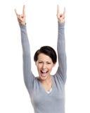 Den lyckliga nätt kvinnan sätter upp henne händer Fotografering för Bildbyråer