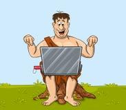 Den lyckliga primitiva mannen arbetar med bärbara datorn Fotografering för Bildbyråer