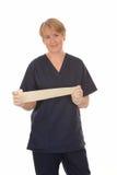 Den lyckliga sjuksköterskan med förbinder Royaltyfri Bild