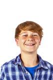Den lyckliga teen pojken skrattar Arkivfoton