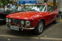 Den lyxiga bilen Alfa Romeo 2000 sprintar (Tipo 102) Royaltyfri Bild