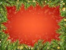 Den lyxiga inbjudanaffischramen av sörjer, gran, prydliga filialer för ett julparti på en röd bakgrund Mall för royaltyfri illustrationer