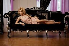 Den lyxiga rika kvinnan gillar Marilyn Monroe Arkivbilder