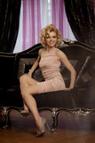 Den lyxiga rika kvinnan gillar Marilyn Monroe Arkivfoto
