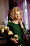 Den lyxiga rika kvinnan gillar Marilyn Monroe Royaltyfri Foto