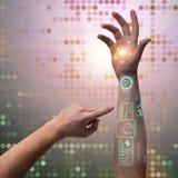 Den mänskliga robotic handen i futuristiskt begrepp Royaltyfri Fotografi