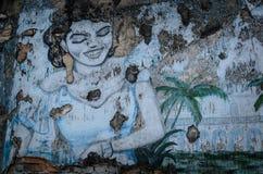 Den målade kvinnabilden i den gammala väggen Royaltyfri Fotografi