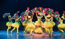Den mångfärgade Phoenixen - barndans Arkivfoto