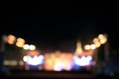 Den mångfärgade staden tänder suddig bokehbakgrund Fotografering för Bildbyråer