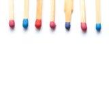 Den mångfärgade trämatchen klibbar makrosikt Arkivfoto