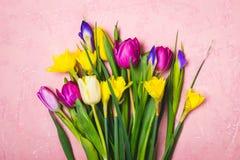 Den mångfärgade våren blommar buketten letters amerikansk för färgexplosionen för kortet 3d ferie för hälsningen för flaggan nati Royaltyfri Bild