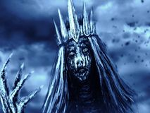 Den mörka drottningen med kronan drar den beniga handen Blå bakgrundsfärg royaltyfri foto