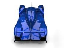 Den mörka metalliska blåa moderna toppna racerbilen - överträffa ner svanssikt Arkivfoto