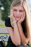 In den Mühen - deprimierte junge Frau Lizenzfreie Stockfotos