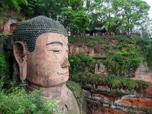 Den 71m högväxta jätte- Buddha (Dafo) som in snidas ut ur berget Arkivfoton
