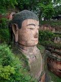 Den 71m högväxta jätte- Buddha (Dafo) som in snidas ut ur berget Arkivbild