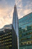 den 306m vinkeln är för london för landmarken för hdr för eu för byggnadskonstruktion willen för skyen den nya scrapper skärvan s Arkivbild