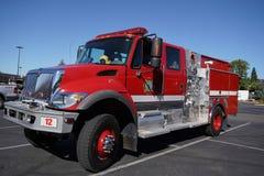 Den Madera County brandstationlastbilen i Oakhurst, Kalifornien Arkivfoto