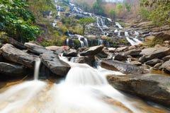Den Mae yavattenfallet är en härlig vattenfall i Chiang Mai, Thailan Royaltyfri Foto