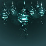Den magiska ljusa turkosjulgranen klumpa ihop sig på mörker - blå backgro Arkivfoto