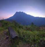 Den majestätiska sikten av Mount Kinabalu Arkivfoton