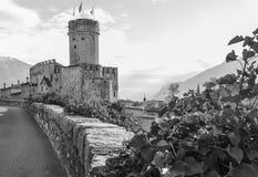 Den majestätiska slotten av Buonconsiglio på hjärtan av staden av Trento står högt i Trentino Alto Adige, Italien, arkivbilder