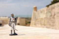 Den maltesiska riddaren är en traditionell souvenir från Malta arkivbild