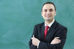 Den manliga läraren i klassrumet Royaltyfri Bild