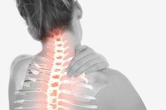 Den markerade ryggen av kvinnan med halsen smärtar arkivbilder