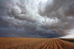 Den massiva stormoklarheten räknade skyen Arkivbilder