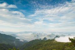 Den maximala vinden runt om molnen Royaltyfri Foto